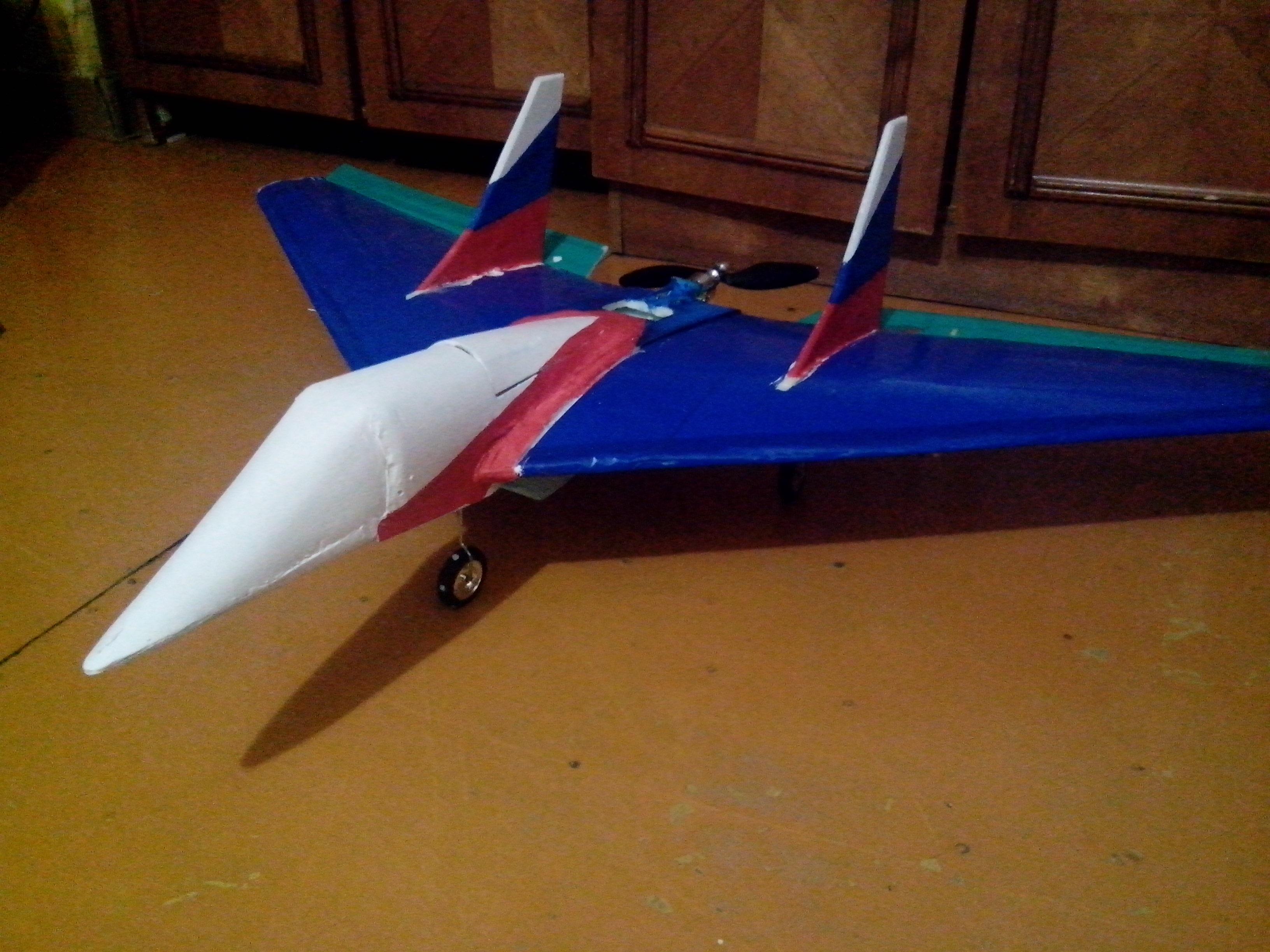Радиоуправляемый самолёт своими руками из потолочки 389