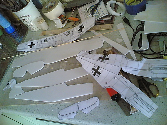 Самолёты своими руками из потолочки 56