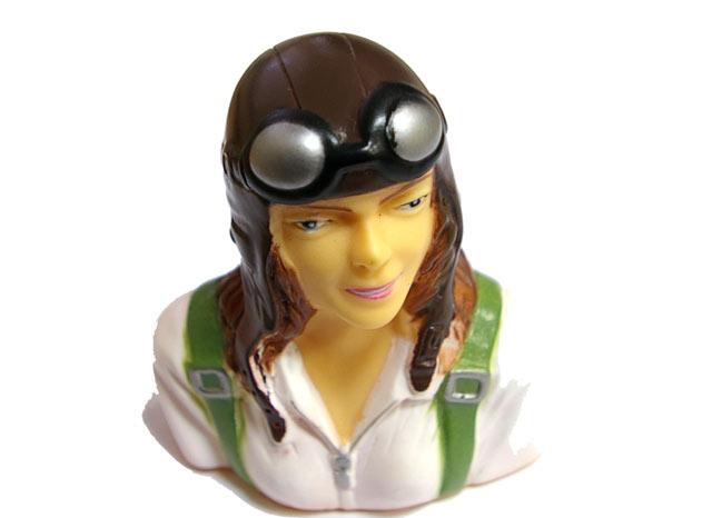 Фигурка косой девушки-пилота