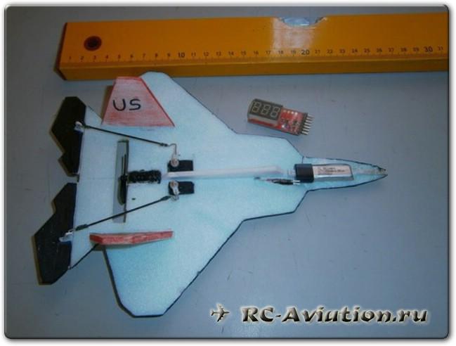 Радиоуправляемый микро самолет для полетов в доме