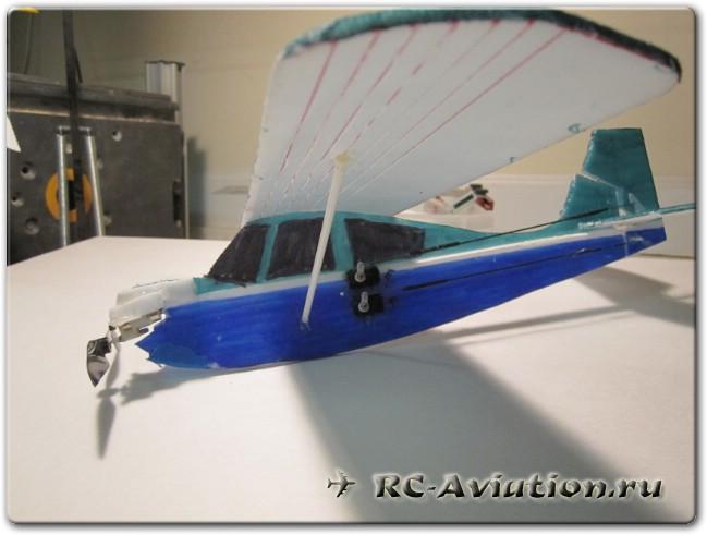 Микро модель радиоуправляемого самолета для полетов в доме