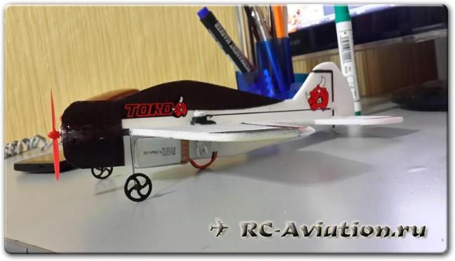 Микро модель радиоуправляемого самолета