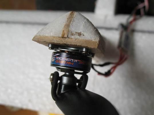 Радиоуправляемый планер - крепление толкающего мотора