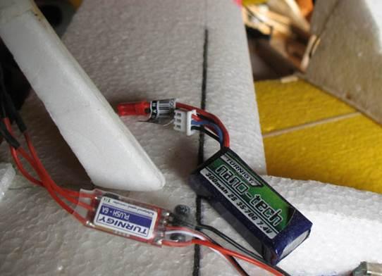 Радиоуправляемый планер - аккумулятор