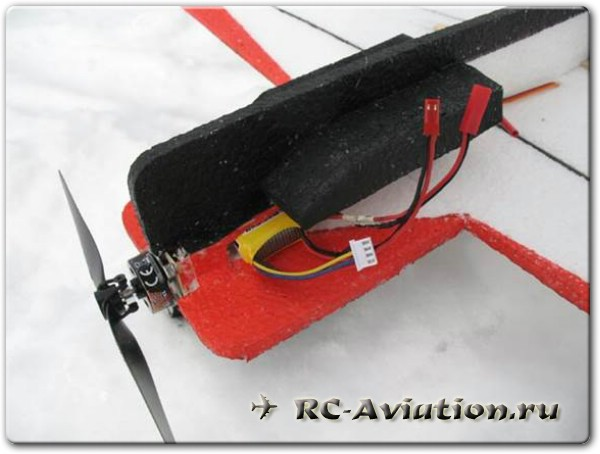 Крепление аккумулятора на авиамодели из ЕПП