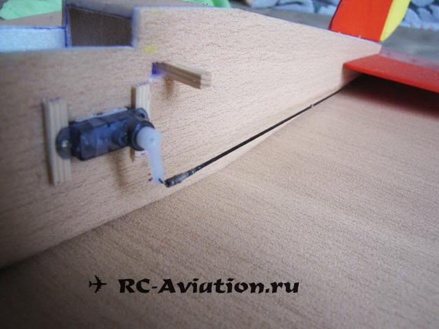 Крепление сервы. Авиамодель из одной потолочной плитки