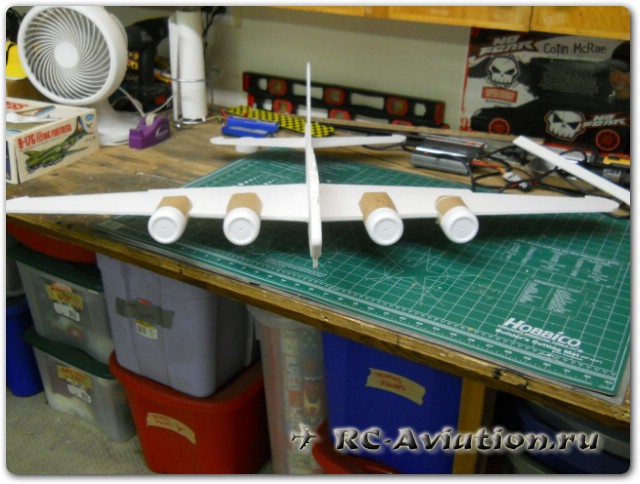 самоедльная 4-х моторная авиамодель