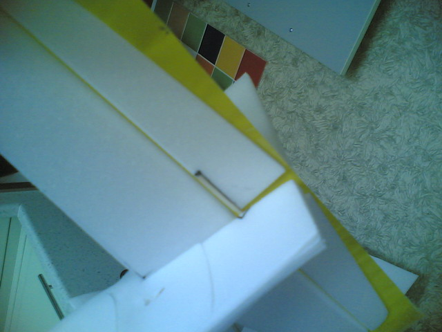 Самодельная авиамодель из потолочки. Примерка руля высоты