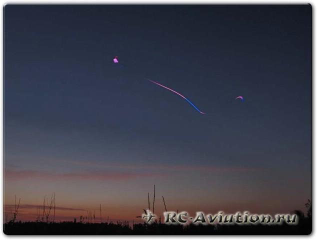 Авиамодель в ночном небе