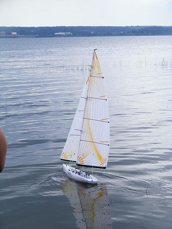 Плаванье яхты Kyosho FORTUNE 612