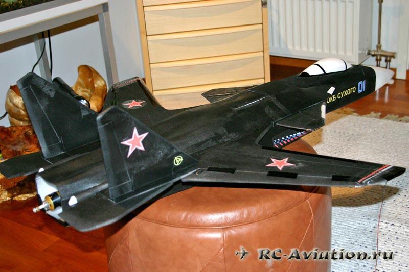 авиамодель Су-47 своими руками из потолочки