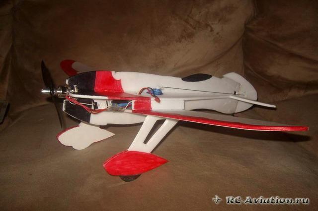 авиамодель из потолочной плитки GeeBee