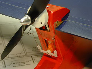 Привод элеронов самодельной авиамодели Go-Go Dancer