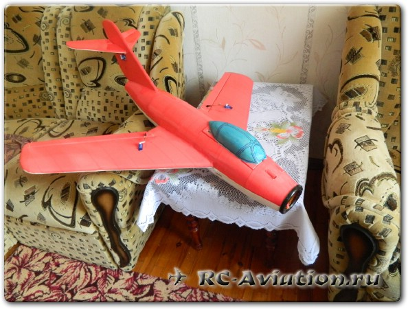 АВиамодель с импеллером МиГ-15 из потолочной плитки