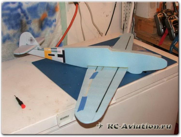 Крыло авиамодели плосколета из потолочной плитки