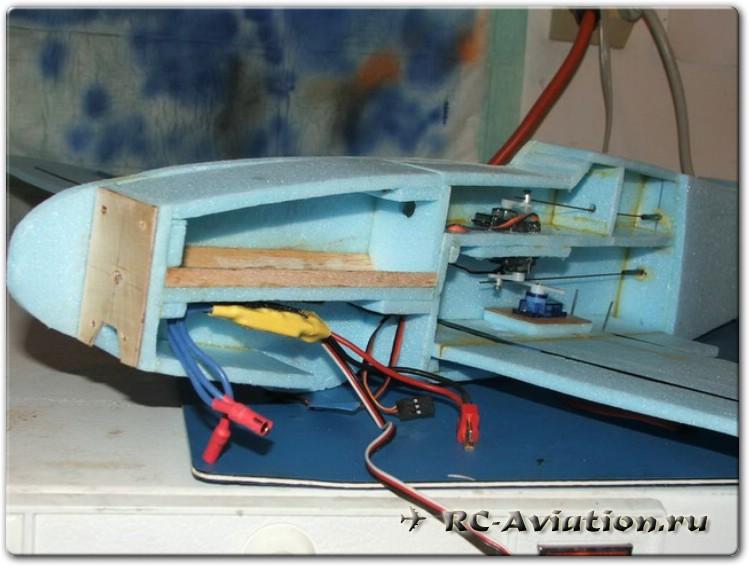 Самодельная авиамодель из потолочки. Моторама
