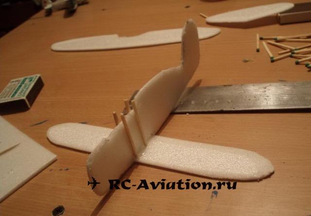 Фиксация крыла свободнолетающего биплана