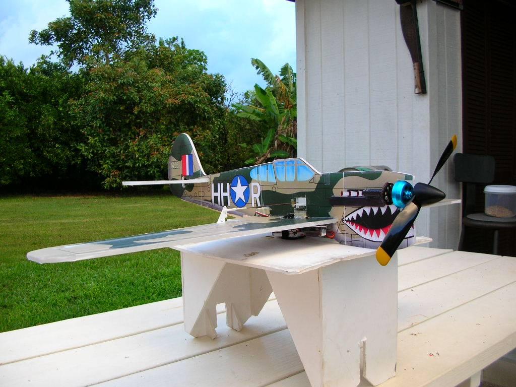 Скачать чертеж самодельной радиоуправляемой авиамодели P40-Warhawk