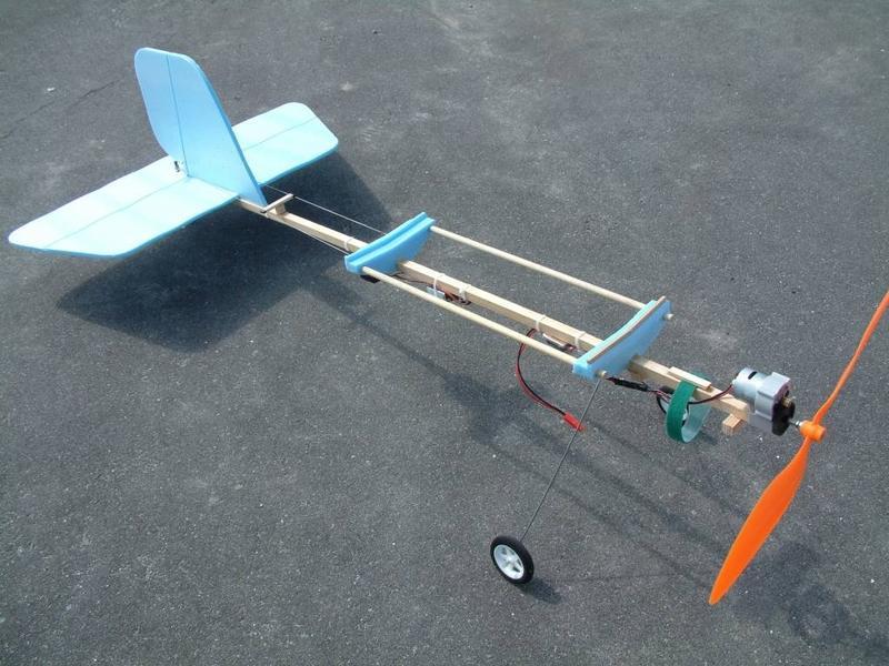 Фюзеляж простой самодельной авиамодели Slow Stick