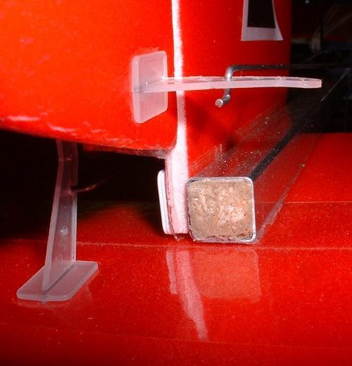 Крепление руля высоты самодельной авиамодели